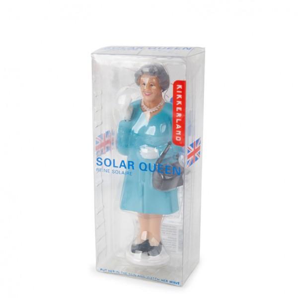 Queen Solar winkend